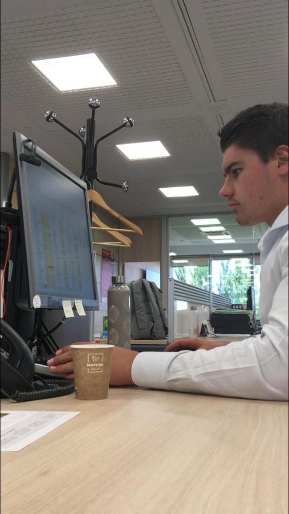 Daniel Yagüe en la oficina de Mapfre en Madrid