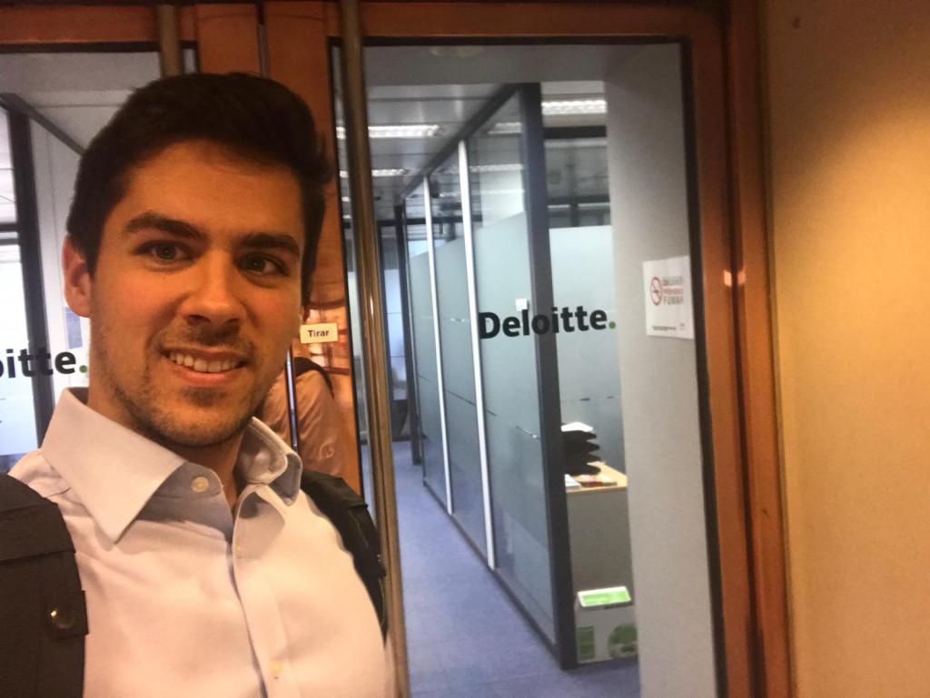 Diego Asis en las oficinas de Deloitte Madrid