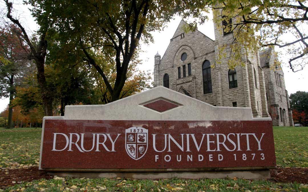 Imagen de la universidad del equipo de natación Drury Panthers